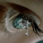 Ti sei mai chiesto cos'è la lacrima e a cosa serve? Non tutte uguali…Ecco cosa c'è da sapere