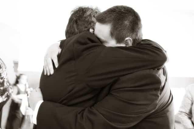 potere di guarigione abbraccio contatto fisico